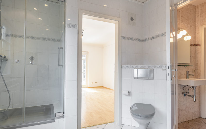 Eigentumswohnung im 1. OG in repräsentativer Stadthaus-Villa in Hamburg-Meiendorf/Rahlstedt